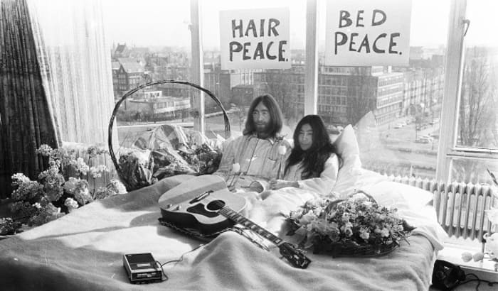 John Lennon and Yoko Ono in bed - Hair Peace - The Beatles Forum and Cavern Club